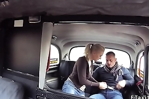Muscular guy bangs female taxi driver