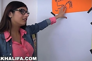 MIA KHALIFA -  Arab Expert Cock Sucker Gives Friend Blowjob Preparation