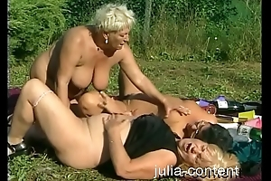 Threesome Sex with busy Milfs