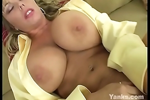 Lustful MILF Amber Fingers Her Pussy