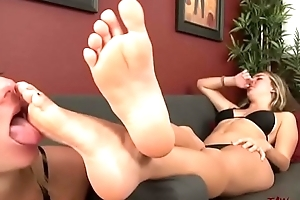 Fun Shellacking and Sucking Yummy Toes and Soles - Feet Look up to 3