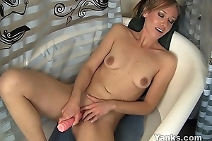 Yanks Hottie Naomi Lee Toys Her Puffy Clit